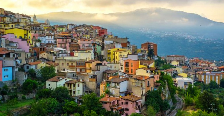 Pueblo italiano vende casas por 1 dólar… pero con una condición
