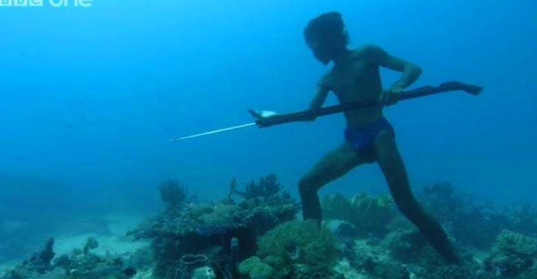 Los miembros de esta tribu de pescadores aguantan hasta 13 minutos bajo el agua