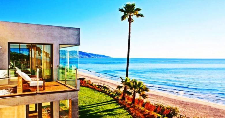 SE VENDE Preciosa villa frente al mar. Con jardín y piscina. Valor $1 dólar.