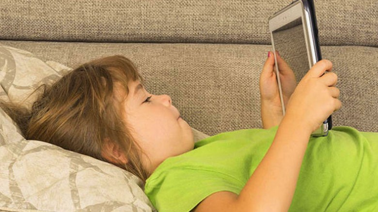 ¿Sabes lo que sucede si le das una tableta a tus hijos para entretenerlos?