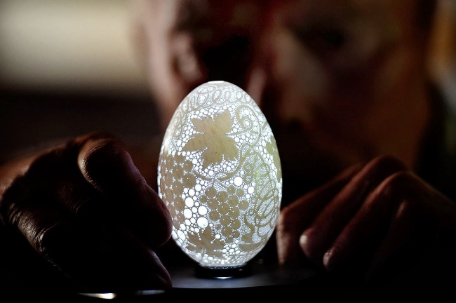 14988-R3L8T8D-650-This-Eggshell-Has-More-Than-20000-Holes-Drilled-In-It