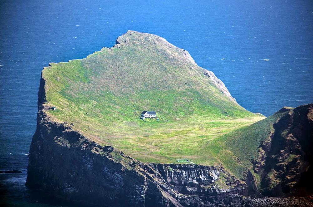 232455-R3L8T8D-1000-31-Ellidaey_Island_Iceland