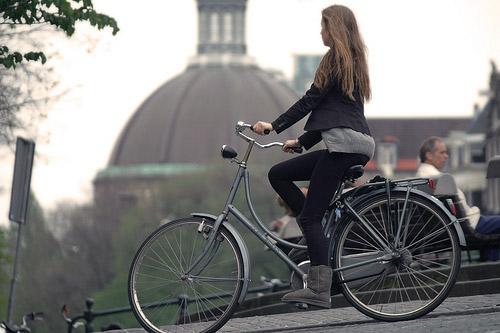 chica-andando-en-bicicleta